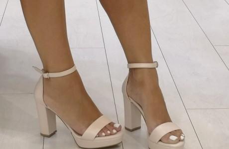 נעלי עקב בצבע ניוד